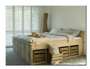 Кровать из поддонов для спальни